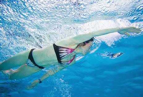 游泳运动帮你轻松减掉腰部上的赘肉
