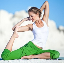 揭秘从平凡女变为美腿天后的瑜伽美腿方法